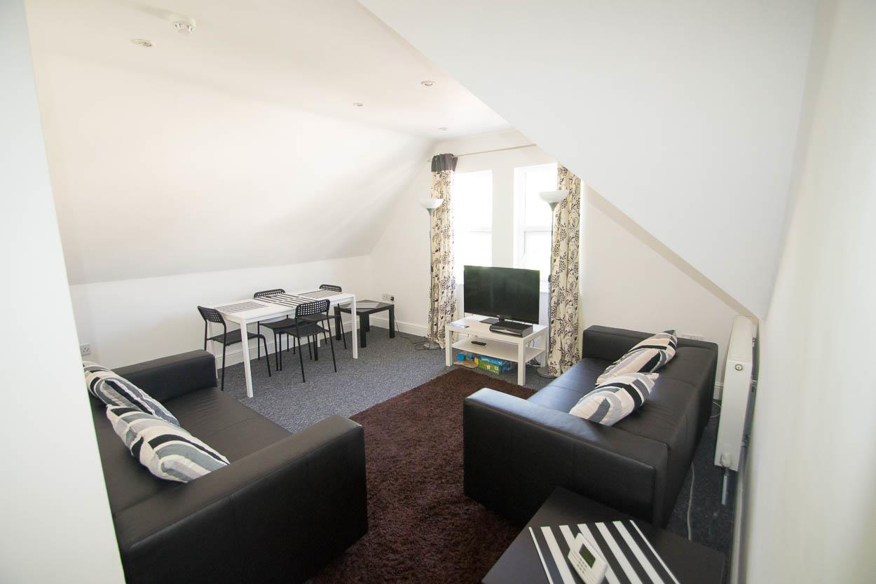 3 Bedrooms Flat for sale in Pevensey Road, Eastbourne